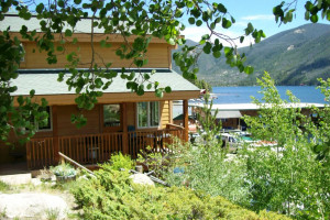 Western Riviera Lakeside Cabins :: The only lakeside hotel & cabins in Grand Lake, and recently featured on The Travel Channel's Hotel Impossible! Walk to shops & restaurants in the village of Grand Lake!