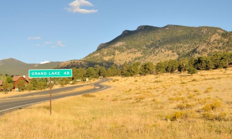 Sign to Grand Lake